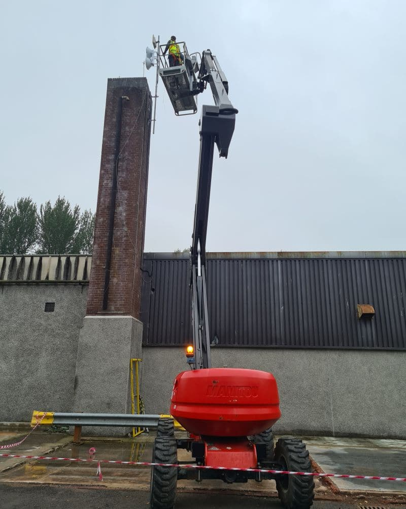 Ubiquity AF5 air fibre installation with a cherry picker